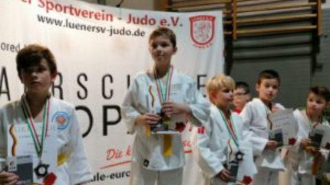 """Schmallenberger Nachwuchs-Judoka wird zum """"Ippon-König"""" in Lünen"""