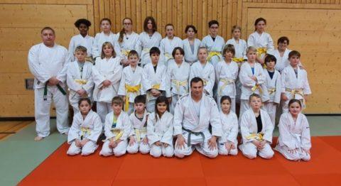 26 junge Jiu-Jitsukas legen erfolgreich die Kyu-Prüfung ab